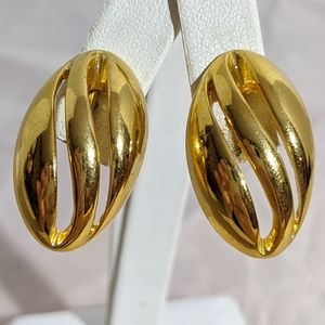 Vintage 70's or 80's Gold Sarah Coventry Earrings